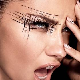 maybelline-nyfw-graphic-eye-adriana-lima-1x1